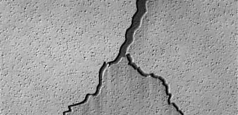 Como consertar rachaduras em paredes