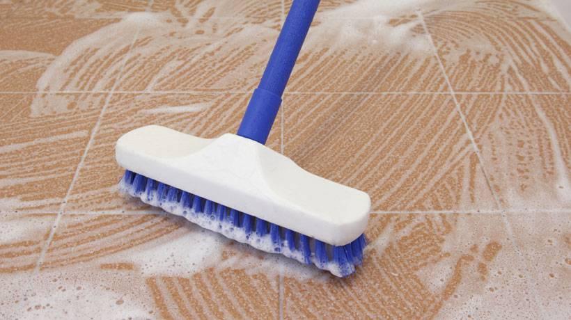 Como limpar diferentes tipos de piso